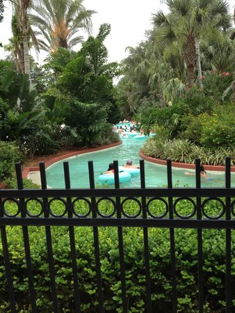 Omni Orlando Resort at Championsgate : View of the lazy river