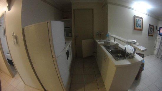Cairns Queenslander Hotel and Apartments: Cozinha boa