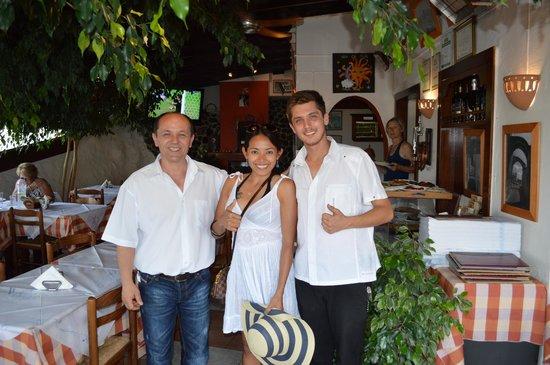 Simos Taverna: Very nice staffs with great service.