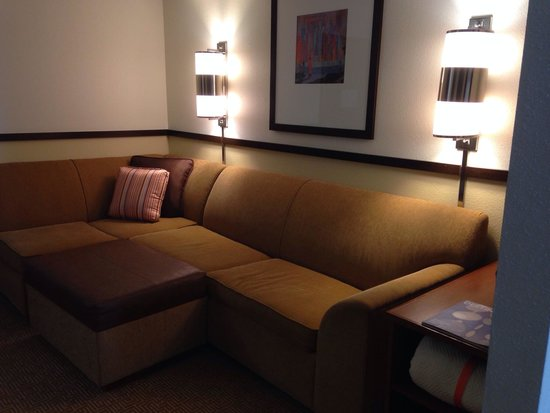 Hyatt Place Topeka: Big sofa