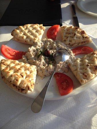 Naoussa Restaurant: Eggplant dip with pittas
