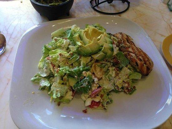 Terrace Pointe Cafe: Chicken Cobb Salad