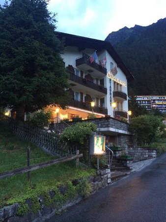 Hotel Berghaus: Evening view of the hotel, walking up from the village centre.