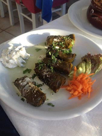 Naoussa Restaurant: Dolmades