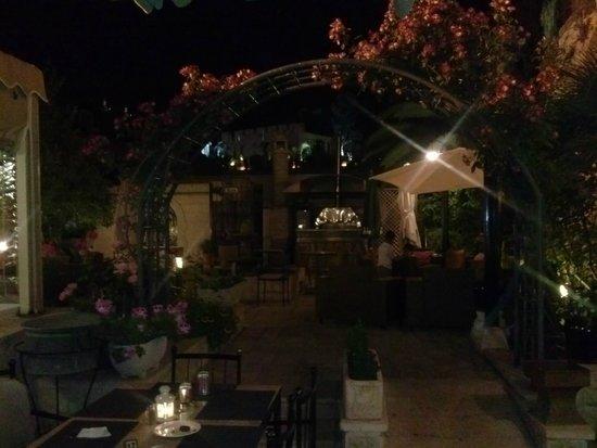 Nafoura : Outside