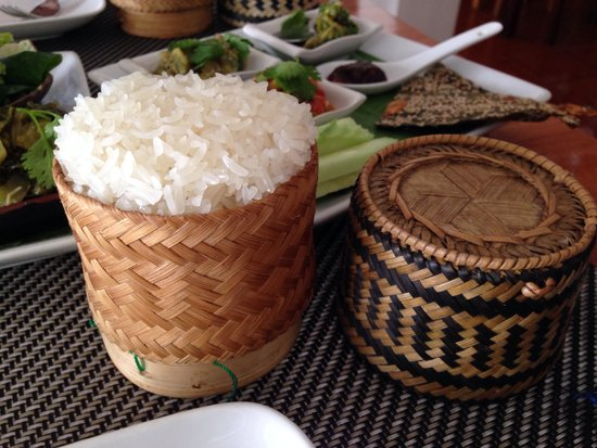 Tamarind: Cute rattan baskets with sticky rice