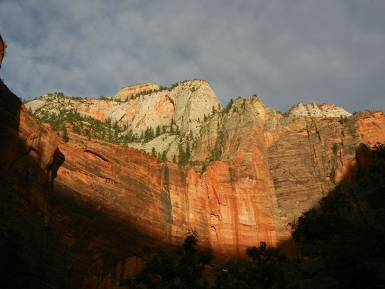 Flanigan's Inn: gorgeous scenery in all directions - Zion