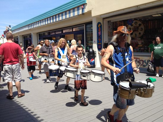 Jenkinson's Boardwalk: parade announcing events on the beach