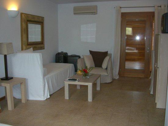 Minos Beach Art hotel: Junior suite lounge