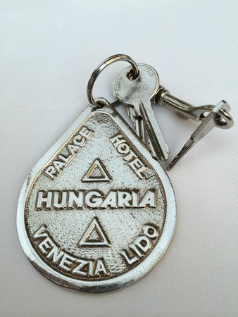 Grande Albergo Ausonia & Hungaria: You won't forget to leave your key!