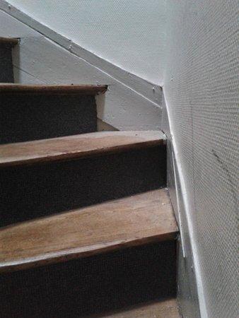 L'Escapade: poussière dans les escaliers