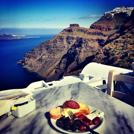 Cliff Side Suites: Great view eating breakfast