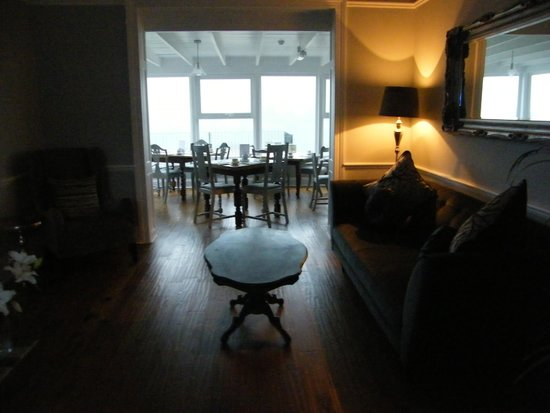 The Dartmouth Boutique B&B: Lounge and breakfast room