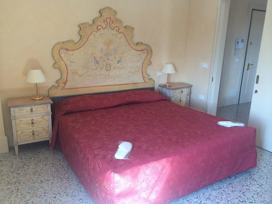 Residenza Grandi Vedute: Nice sheets.  The bed is firm.