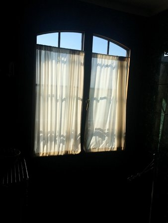 Residenza Grandi Vedute: Bathroom windows