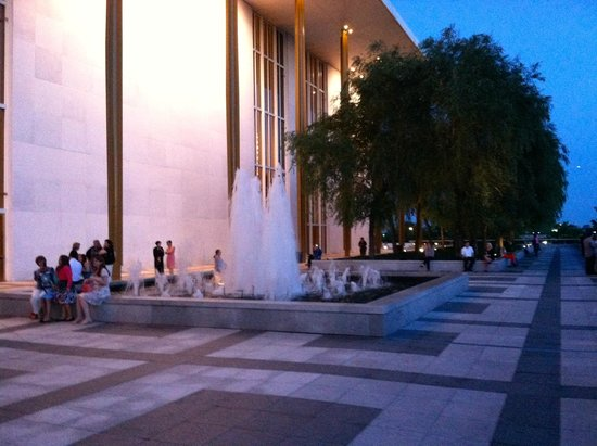 John F. Kennedy Center for the Performing Arts: fountains