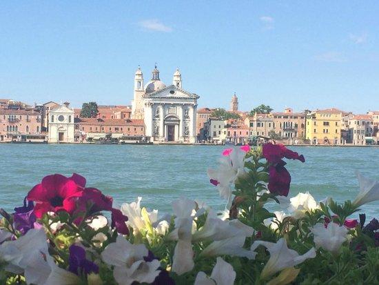 Residenza Grandi Vedute: View of Venice from Giudecca island - 5 minute free water taxi to Venice
