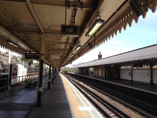 Ruskin Hotel : East Ham Station
