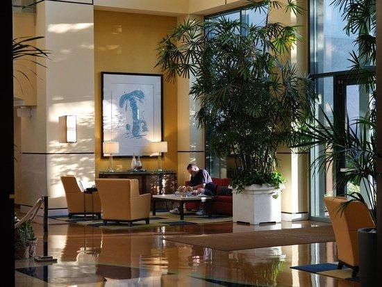 رينيسانس كلوب سبورت والنوت كريك هوتل: Main Interior