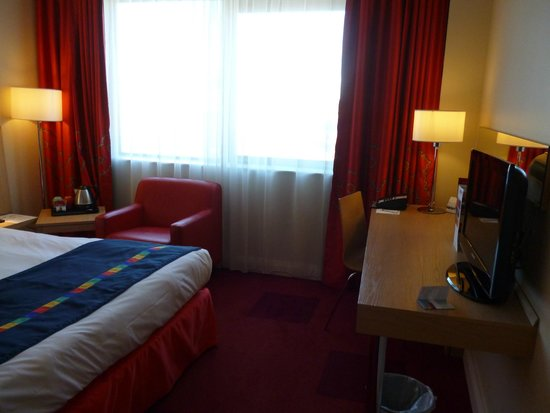 Park Inn by Radisson Belfast: Hab. cómoda.