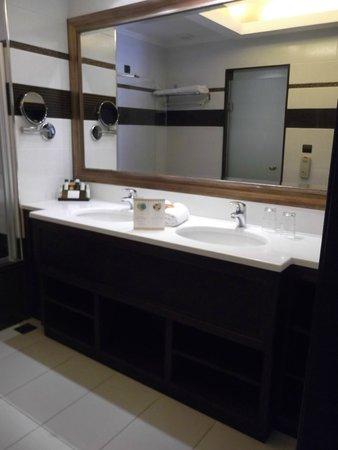 La Marquise Luxury Resort Complex : Bathroom