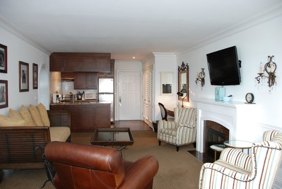 Inn On The Lakes: Presidential Suite Kitchen