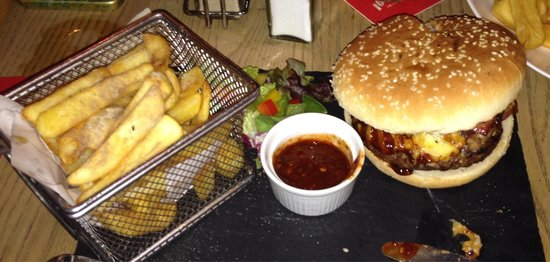 Withy Arms : My Sons girlfriend had the half pound burger with jerk sauce she said it was stunning.