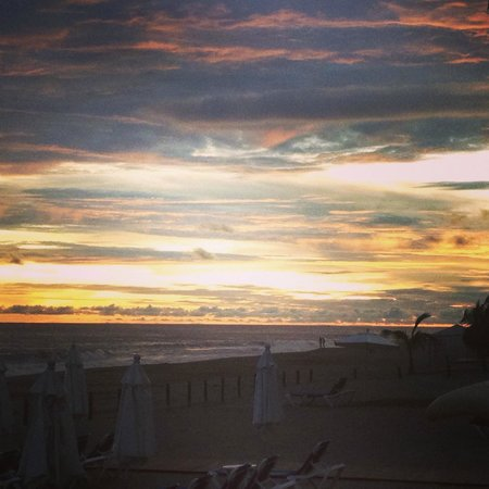 Casa Magna Marriott Puerto Vallarta Resort & Spa: Cloudy Sunset