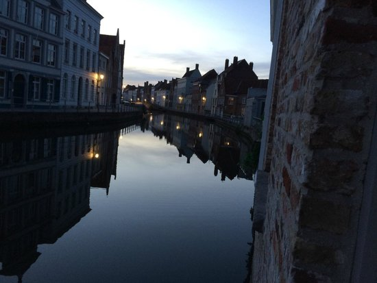 Canalview Hotel Ter Reien: Evening on the canal