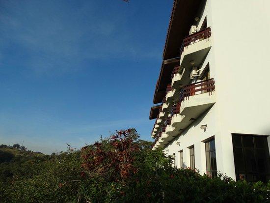 Chales Akropolis Hotel Fazenda : Fachada dos  apartamentos lado de fora (vista panorâmia)