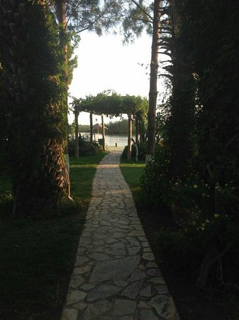 Hotel Asur /Assyrian Hotel: View as you walk down to the river