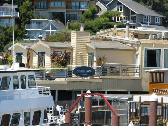 Waters Edge Hotel: Terraza del Hotel