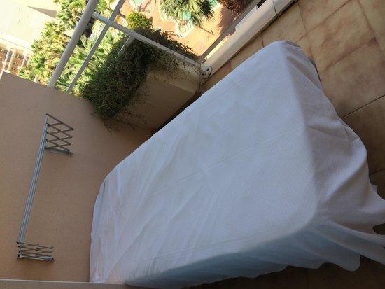 Palas Pineda: Если в номере есть лишняя кровать, то можно вынести ее на балкон!