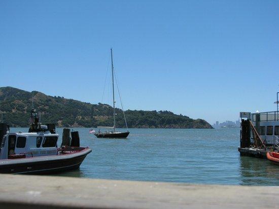 Waters Edge Hotel: Vista - Isla del Ángel, Isla de Alcatraz y San Francisco al fondo