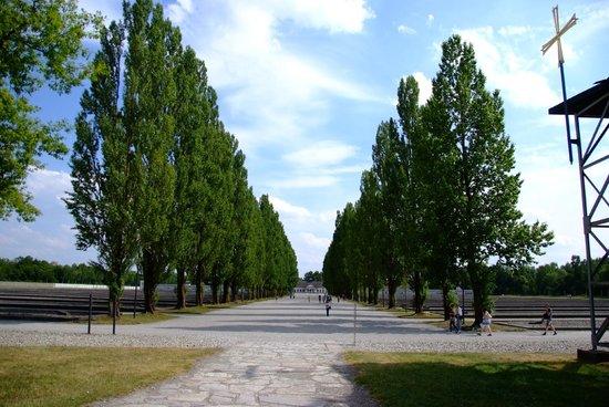 KZ-Gedenkstätte Dachau: Main Avenue