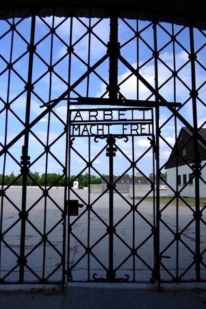 KZ-Gedenkstätte Dachau: Entrance Gate 'Work Brings Freedom'