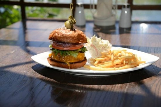 Chicanes Restaurant & Bar : Turbo Burger