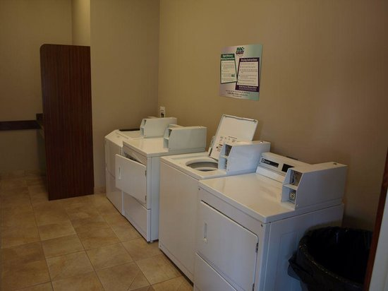 Pine Mountain RV Park by the Creek: Modern Laundry