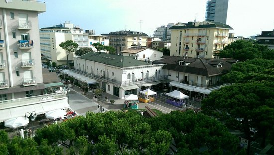 Hotel D'annunzio: View from 4th floor.
