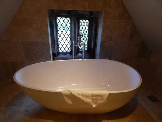 Boringdon Hall Hotel and Spa: bath