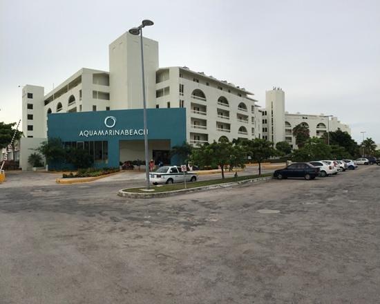 Aquamarina Beach Hotel: вид отеля с улицы