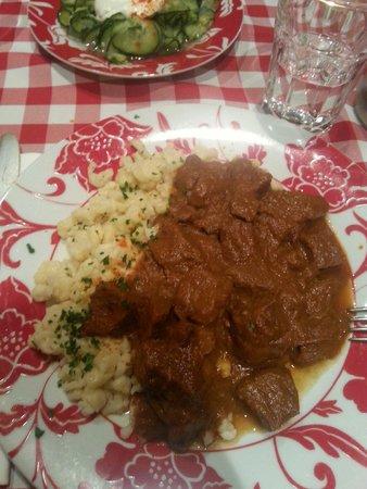 Hungarikum Bisztro: Spezzatino e gnocchi