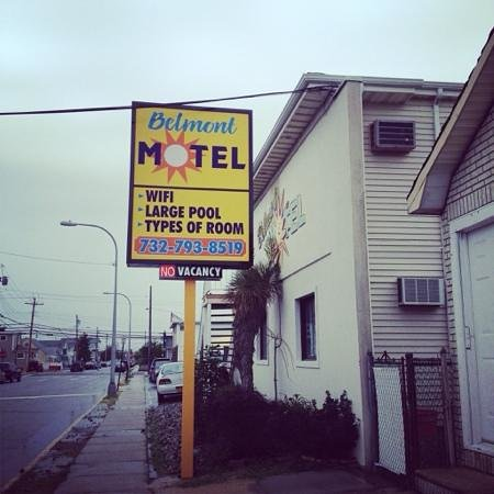 Belmont Motel: sign