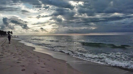Marina d'Erba Rossa : 10 km freier Strand
