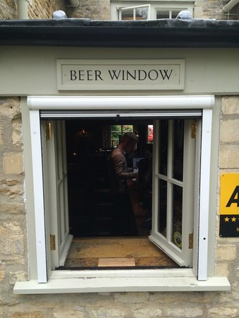 Barnsley House: Beer window at The Village Pub