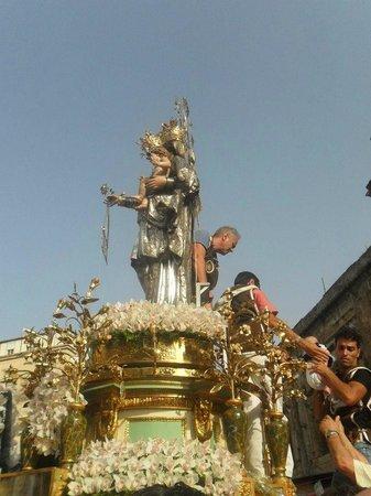 Chiesa di Santa Maria del Carmine : Madonna del Carmine particolare della processione