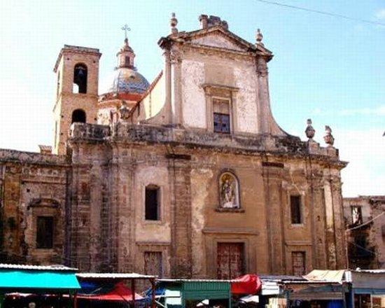 Chiesa di Santa Maria del Carmine : facciata della Chiesa