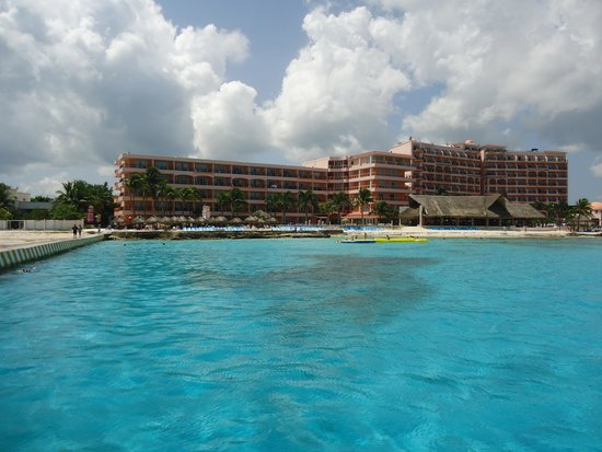 El Cozumeleno Beach Resort : The view of the hotel from the pier