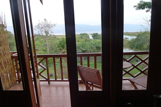 Inle Lake View Resort & Spa : Great balcony with a view!