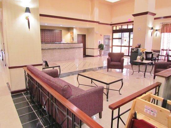 La Quinta Inn & Suites Newark - Elkton : Lobby
